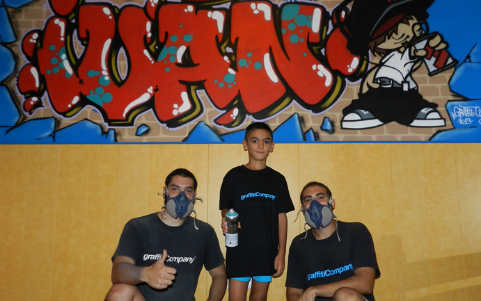 Grafiteros profesionales con graffiti